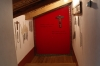 16 zijkamertje waar allerlei attributen hangen waarmee de zusters het leiden van christus kunnen ervaren