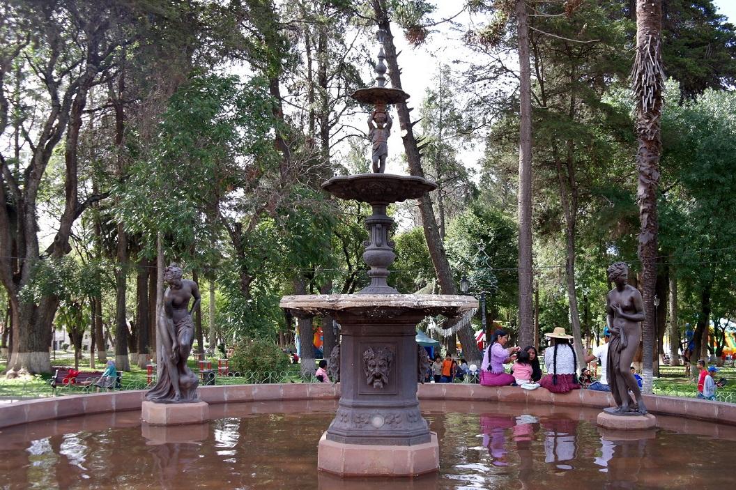 09 Fontein in de tuin, nu het Parque Bolivar, voor het Paleis van Gregorio Pacheco