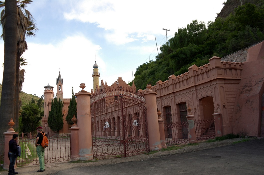 17 Castillo de la Glorieta, het kasteel even buiten Sucre, gebouwd door Pacheco. Hij en zijn vrouw bleven kinderloos, zij openden een weeshuis en beschouwden de kinderen als hun gezin