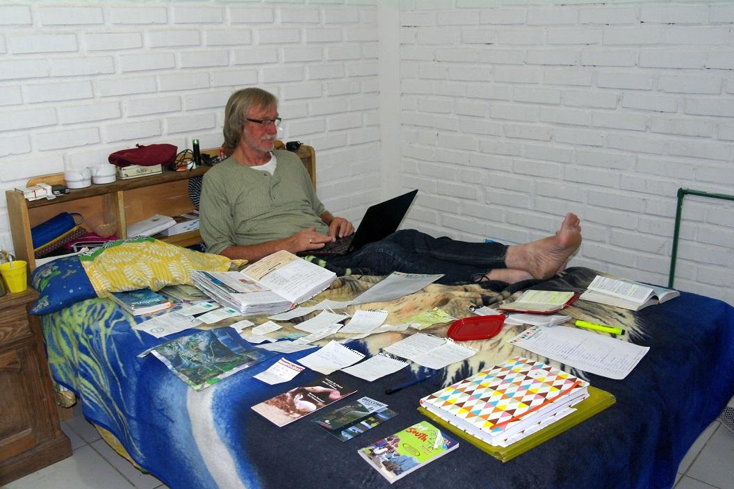 06 in de avonduren maken we actief gebruik van ons kamertje, blij met alle ruimte, een heerlijke douche en Wifi onder handbereik