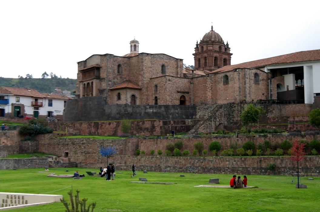 22 Koricacha - Tempel van de Zon, zijn naam in het Quechua betekent Esplanade de Oro. Gewijd aan de verering van hemelse godheden