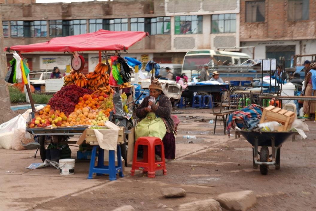 09 fruit verkoopster in Juliaca