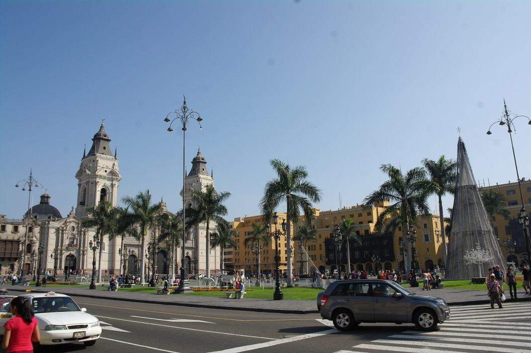 38 The Main Square en the Cathedral of Lima