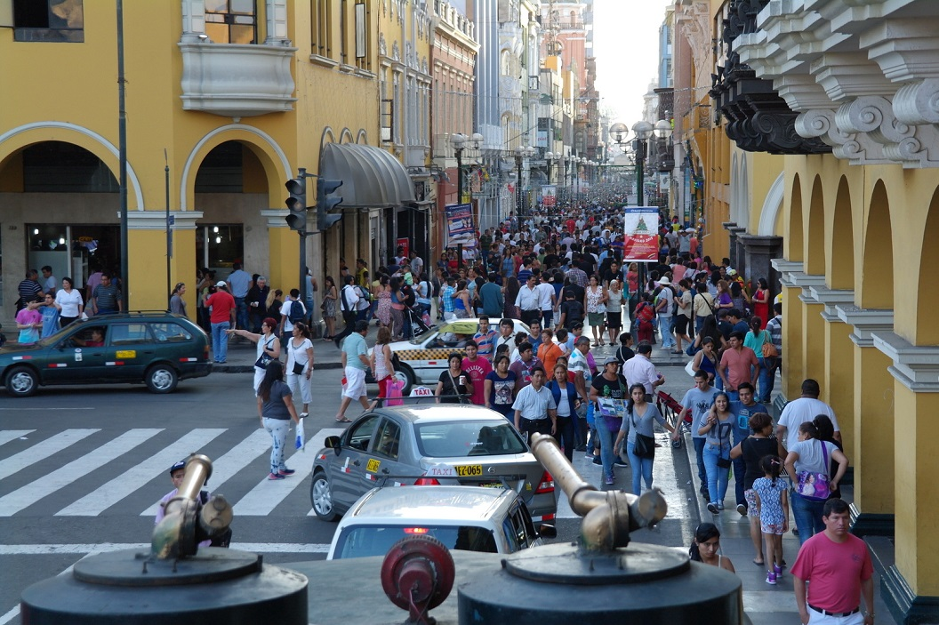 48 Lima straatbeeld op zaterdagmiddag 2 januari 2016 nabij Main Square