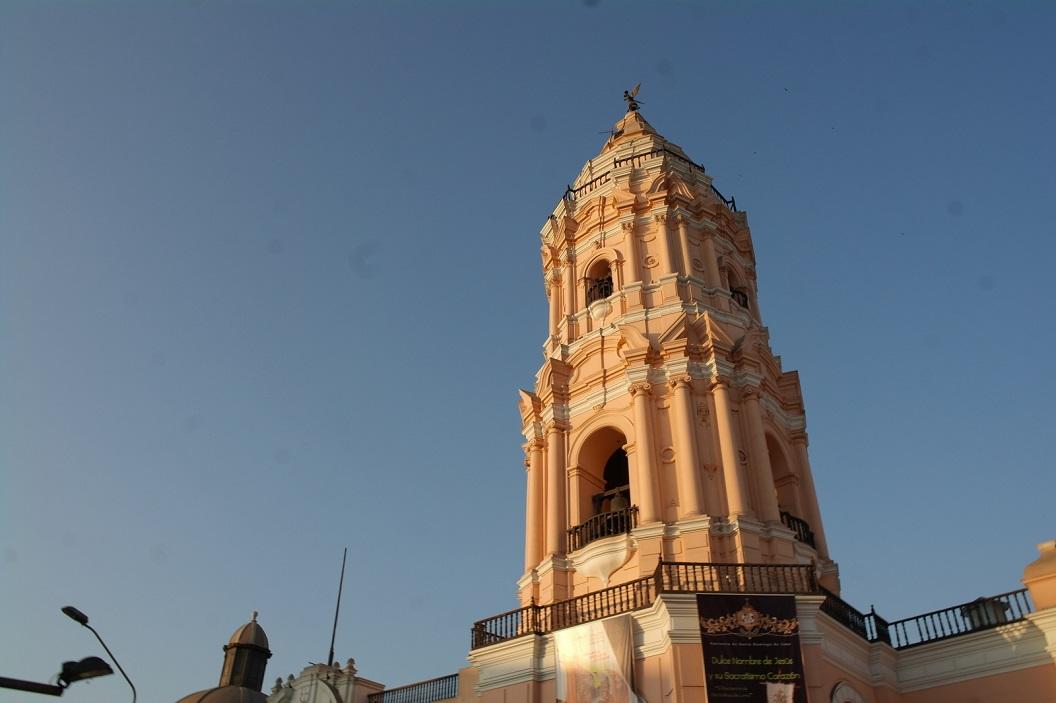 51 In het oude centrum van de stad staan werkelijk fantastische gebouwen met prachtige architectonische aspecten
