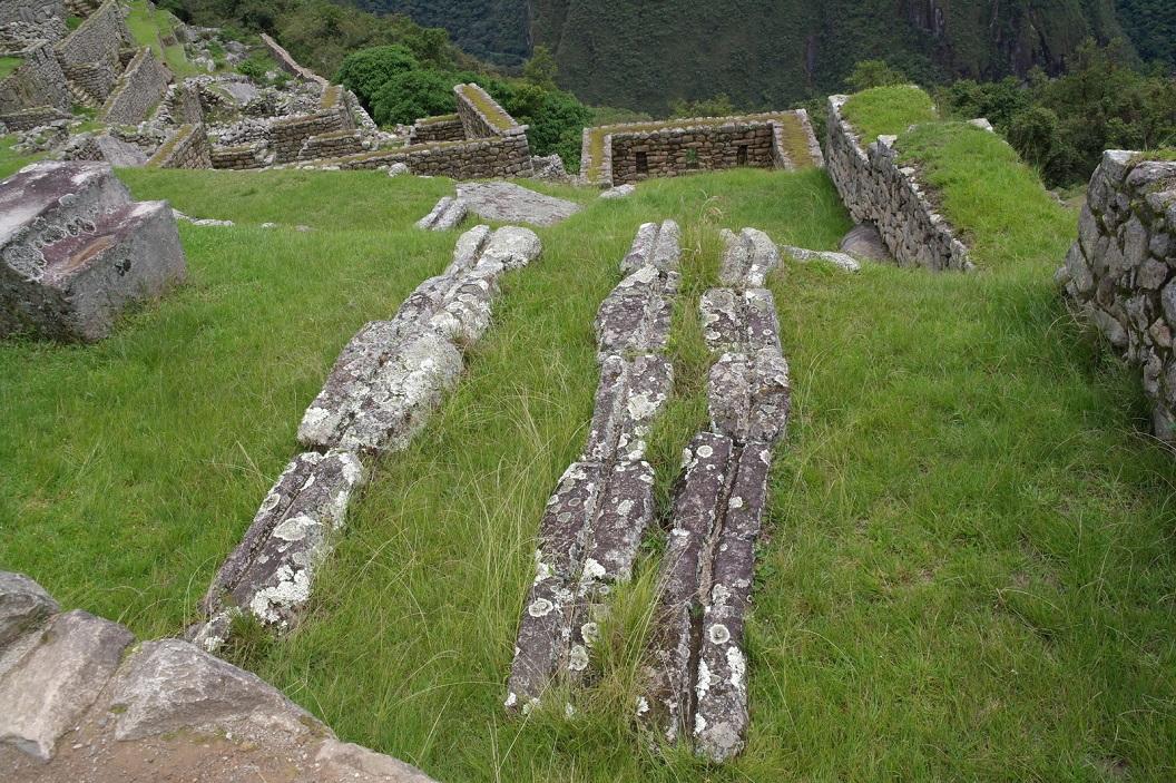 23 veel is zichtbaar en bewaard gebleven van het drainage en irrigatie systeem