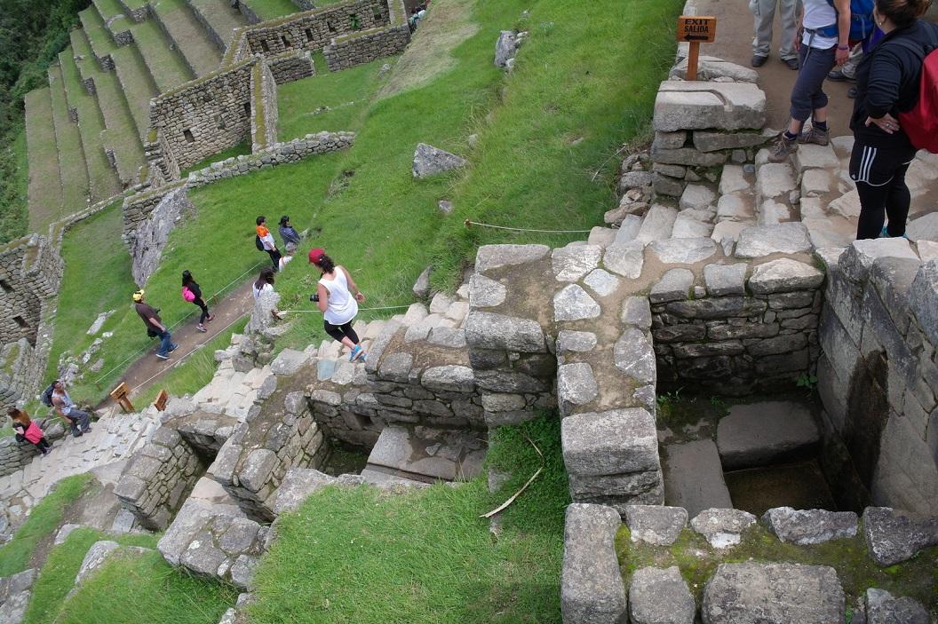 24 Machu Picchu's watervoorziening functioneerd nog steeds. We volgen de route Fountains Street - Fuentes- met 16 waterpunten
