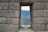 31 doorkijkje door een van de ramen (trapezevormig)
