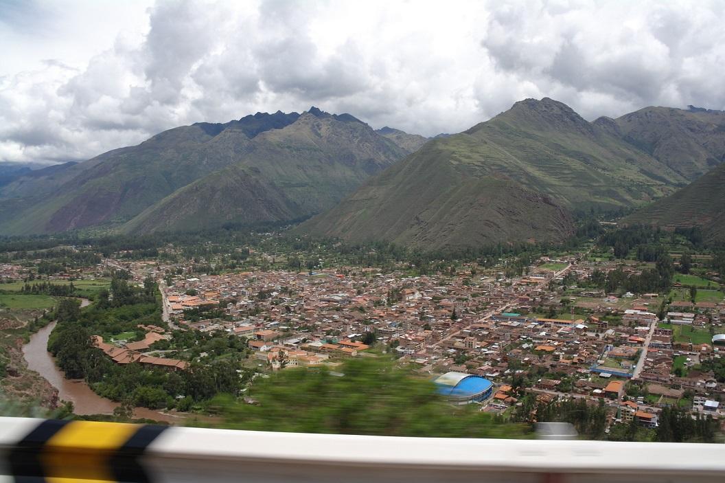 02 zicht op Urubamba, de grootste stad in de Heilige Vallei van de Inca's