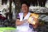 34 koffie verkoop door Asociation de mujeres en prendedras Quellomayo - Vereniging van vrouwelijke ondernemers Quellomayo