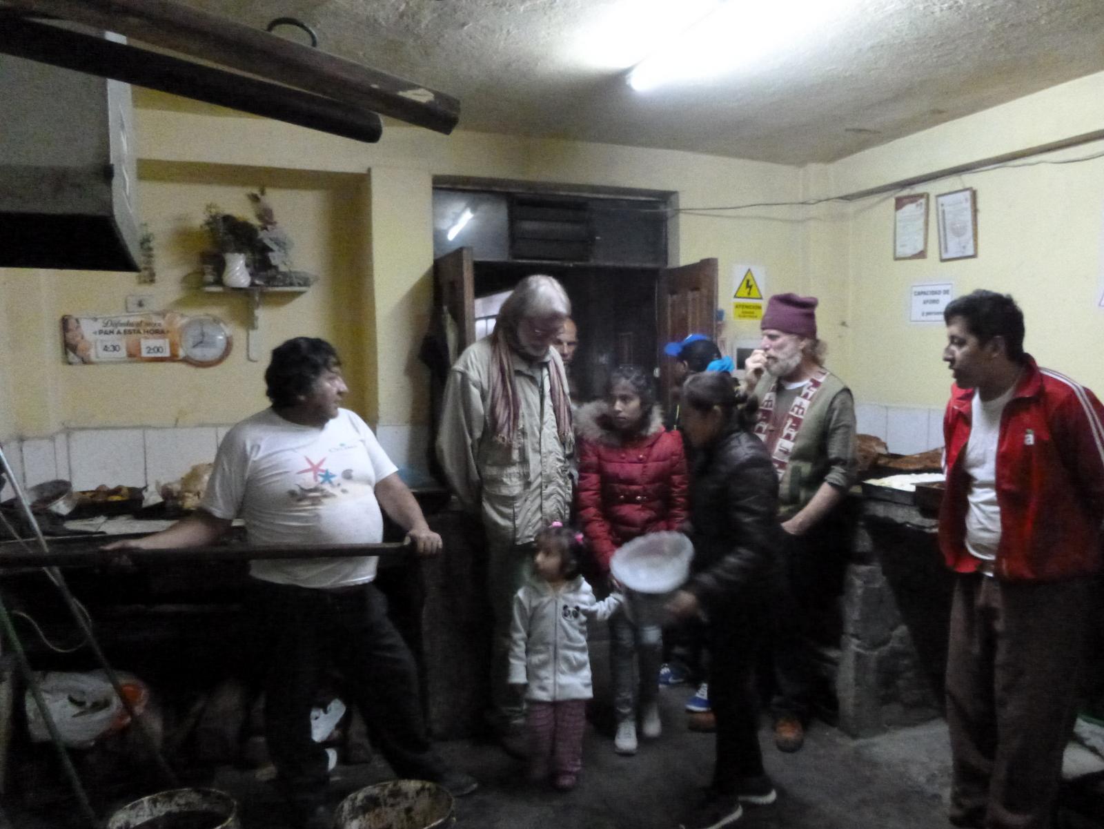 20 nadat de kalkoen en de aardappelen zijn voorbereid brengen we de schaal naar de gezamelijke-centrale-oven bij een bakker in de oude binnenstad