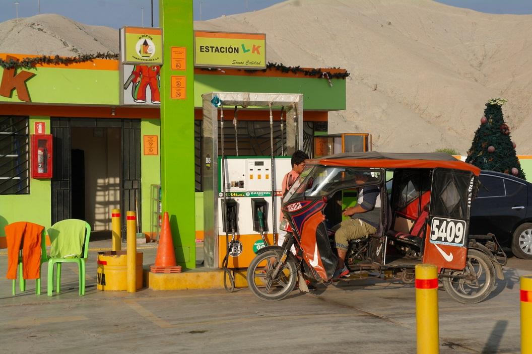 04 kleurig tankstation aan route Panamericana Nort