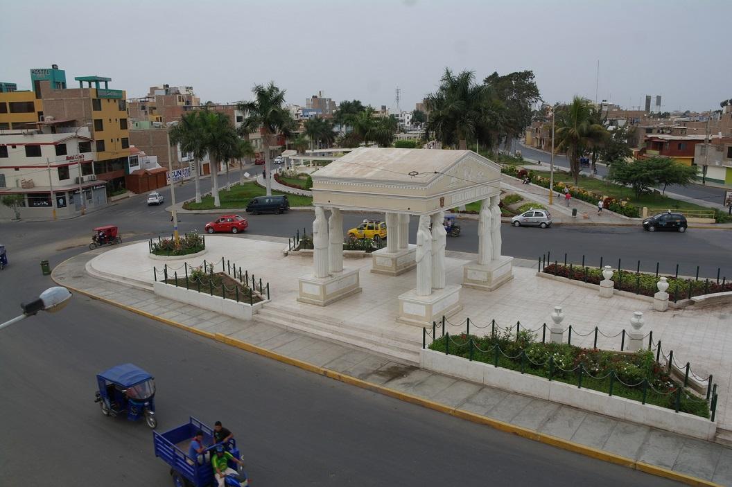 19 uitzicht op Chiclayo paseo-de las-musas, vanuit raam Hostal