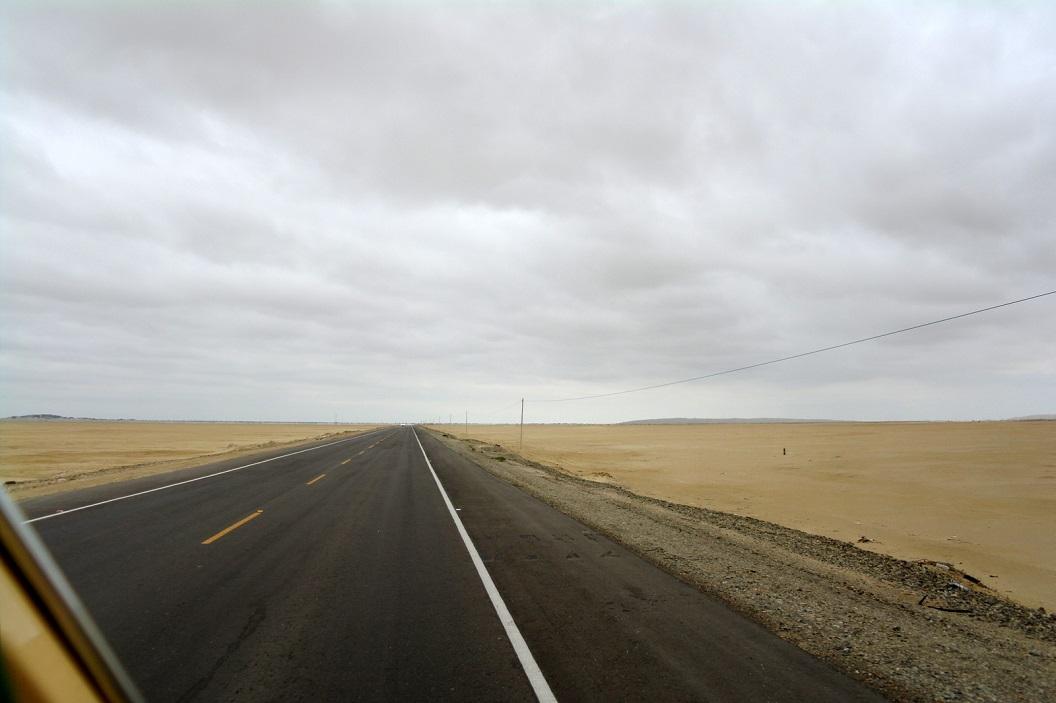 27 het noordelijk kustgebied van Peru bestaat vooral uit steen en zandwoestijn, een woeste afgelegen streek
