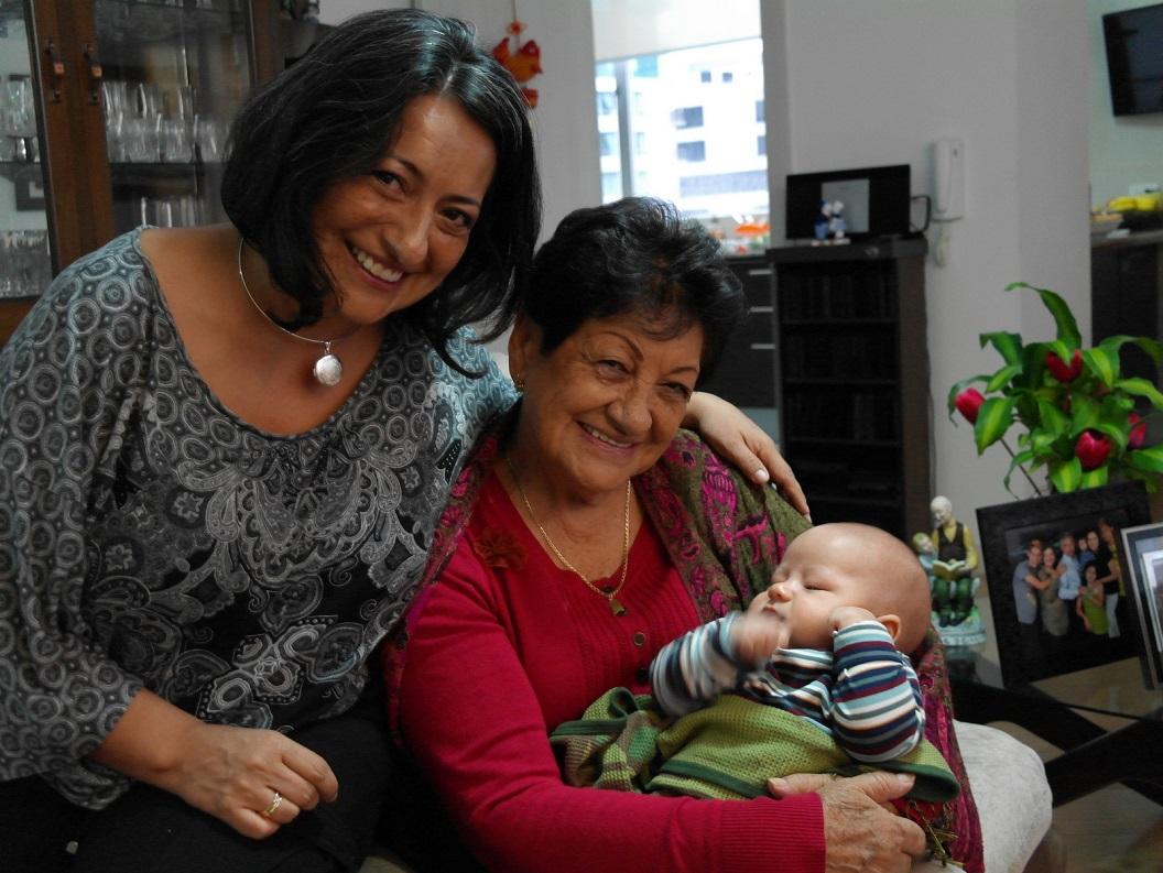 61 Jimena samen met haar moeder Maria Vallejo Andrade en Dante