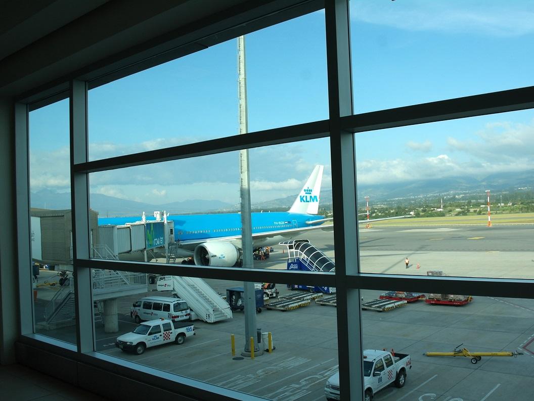 65 ons vliegtuig staat al klaar. Over enkele weken zullen we terug komen om onze reis door Zuid - Midden - en Noord America weer op te pakken