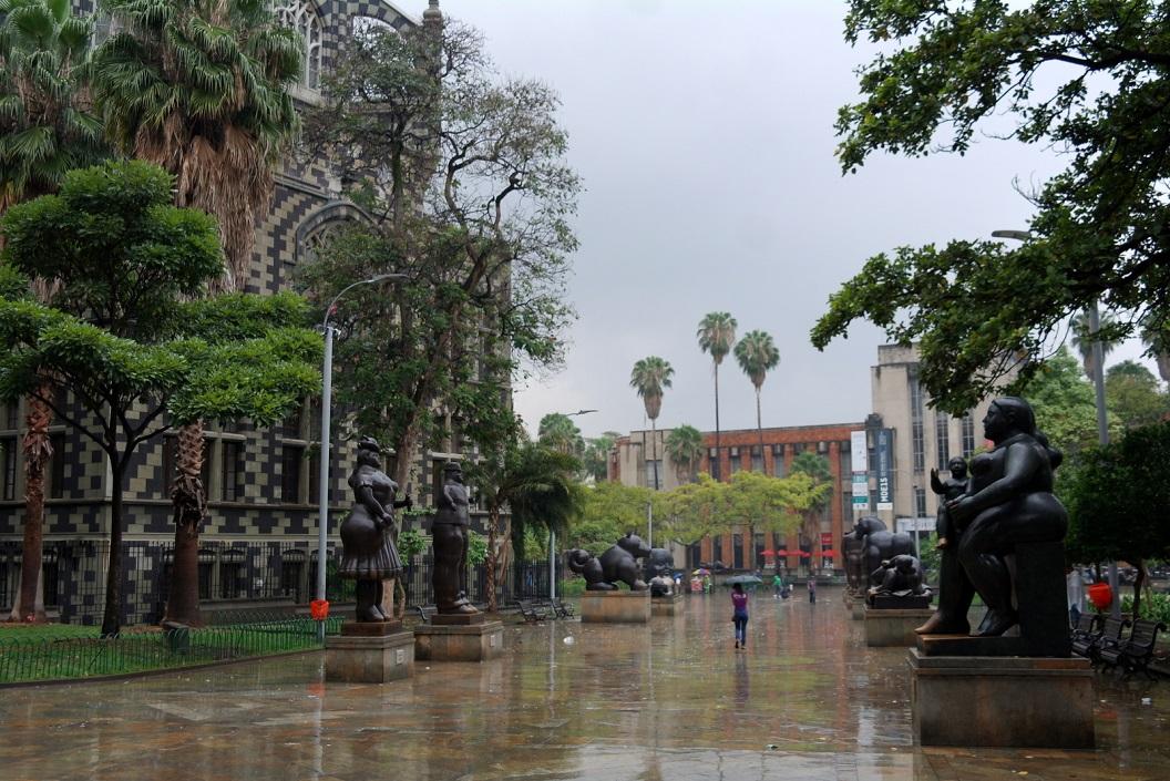 15 het plein van Botero - naam waarmee het vooral bekend - Sculpturenpark - gelegen in een van de meest traditionele en karakteristieke deel van de stad - een trotse stad mede door de werken van Botero