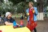 33 Hugo vertelt over zijn hobby in zijn vrije tijd, steltloper-dans op partijen. In dagelijks leven ICTer SAM_4856