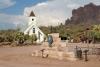 31 op Hwy 88, Chapache Trail, Elvis Chapel ( helaas gesloten) SAM_5788