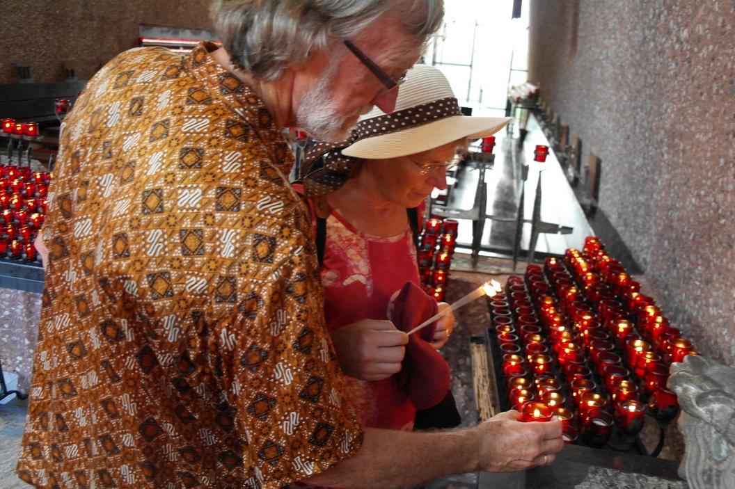 07 kaars branden in Chapel of the Holy Cross, in gedachten bij heit van der Gaast 29 juli jl overleden SAM_5919