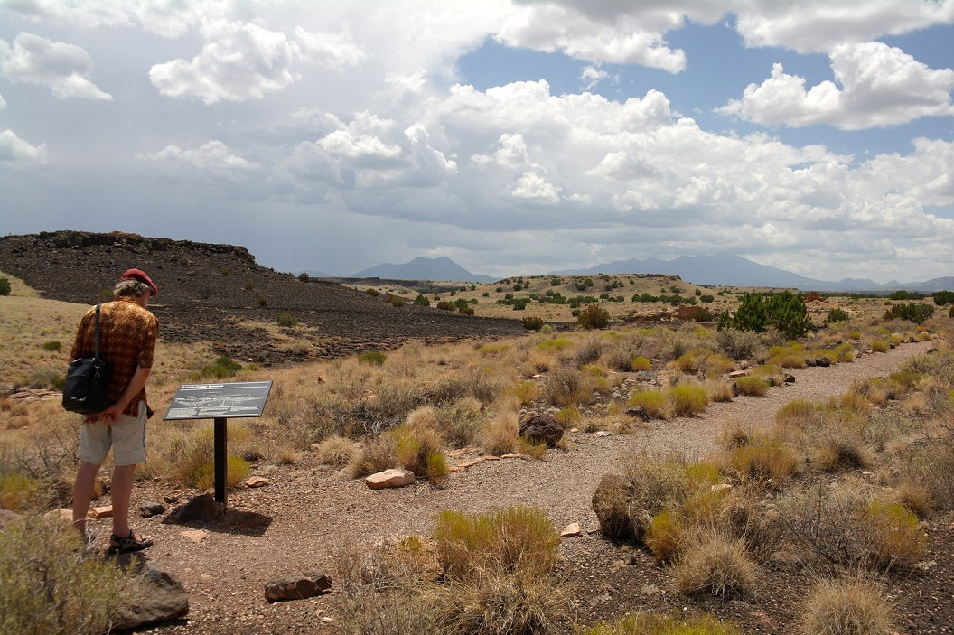 11 uitleg over omgeving Lomaki Pueblo SAM_6003