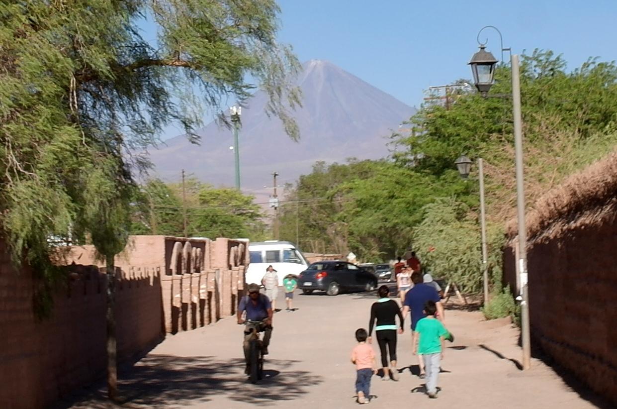 05 San Pedro ligt aan de rand van de droogste woestijn ter wereld, aan de voet van de vulkaan Licancabur (5916m)