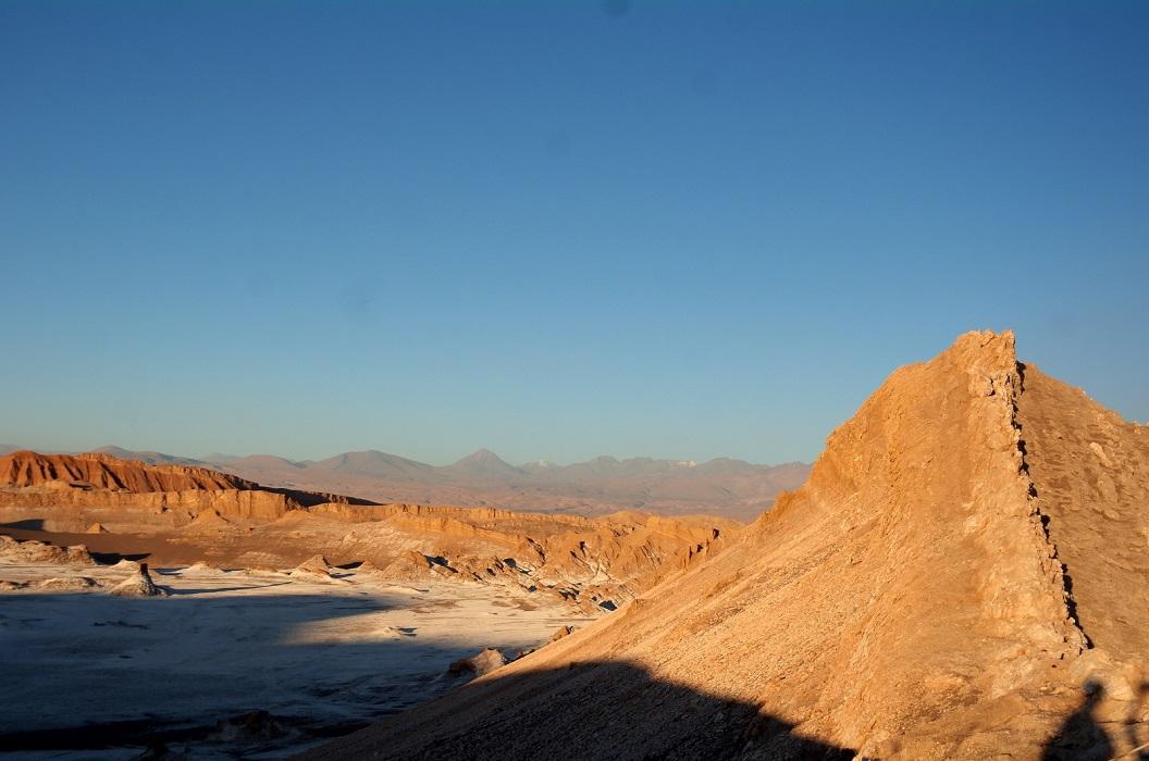 15 de Valle de la Luna met haar indrukwekkende hoge zandduinen, haar duizenden onregelmatigheden, nissen, spitsen, toppen en bekkens