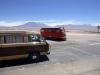 34 passerend treintje  op onze weg van Chui Chui naar Ollague (grens Bolivia), prachtige route, uitgestrekte zoutmeren, zout duinen, werkende vulkanen ...