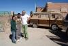 40 Als we alle grens formaliteiten geklaard hebben met Bolivia mogen we echter niet aan de grens overnachten, rijden samen op met Omar en Carla tot hun ouderlijk huis !
