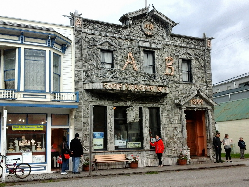39 AB Hall The Arctic Brotherhood Hall (1899) waar meer dan 8.883 stukken aangespoeld hout zijn aangespijkerd 20160921_104258