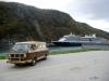 35 de volgende ochtend blijken we in de haven van Skagway naast de Holland America Line te staan! P1030626