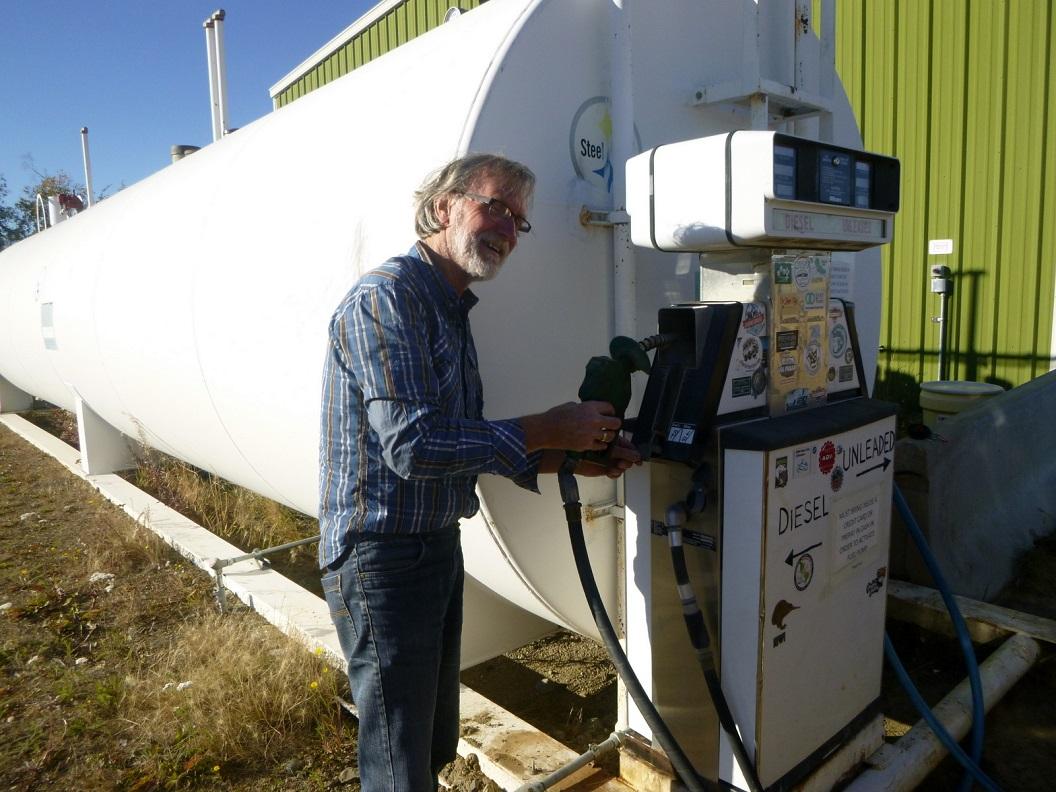 04 laatste tankstationnetje, bij Yucon River Camp, voor we de Arctic Circle zullen bereiken P1030111