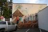 07 de sterk uitvergrote afbeeldingen van de inheemse Cowichan, pioniers en houthakkers sieren de buitenmuren van de gebouwen SAM_9197