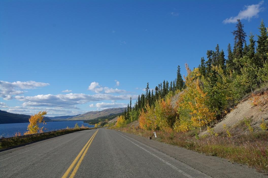 28 vanuit Whitehorse op de Klondike Highway richting Dawson City SAM_0799