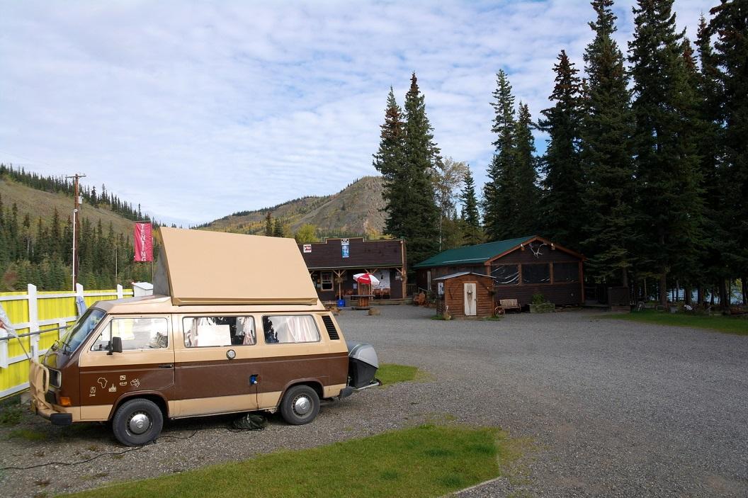 30 in Carmacks een stop op de Coalmine Campground waar we zullen overnachten - er is Wifi! SAM_0807
