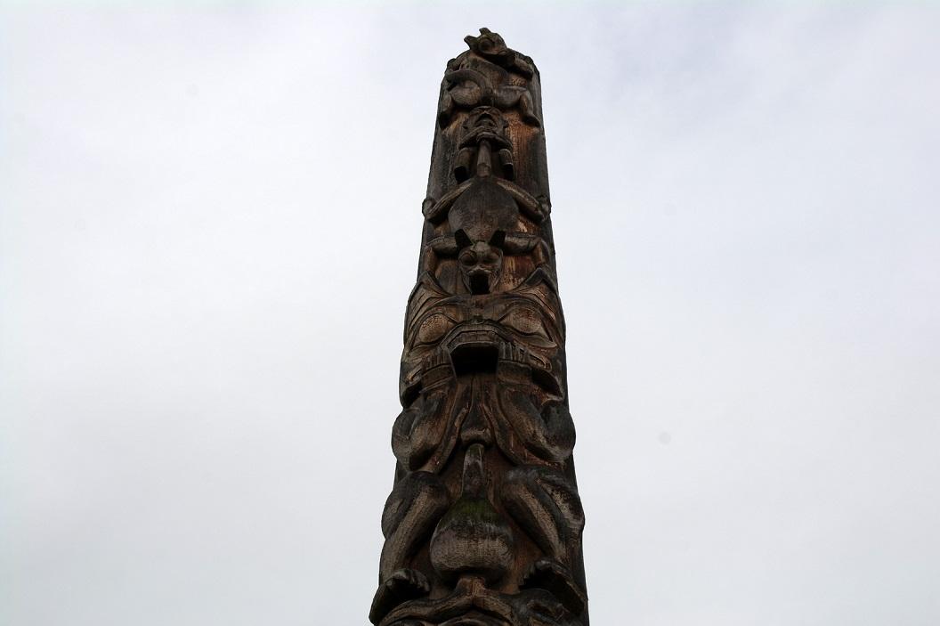 10 Totem van dit dorp ... waarop met name de wolf SAM_0411