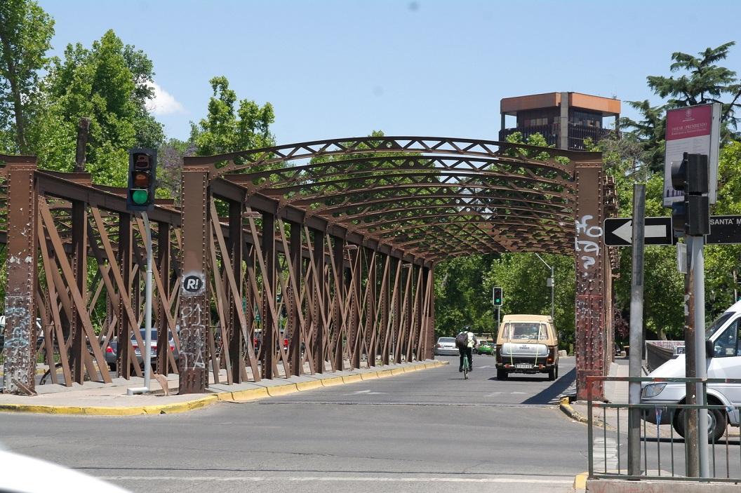 01 we rijden in Santiago, brug over de Costanera Norte