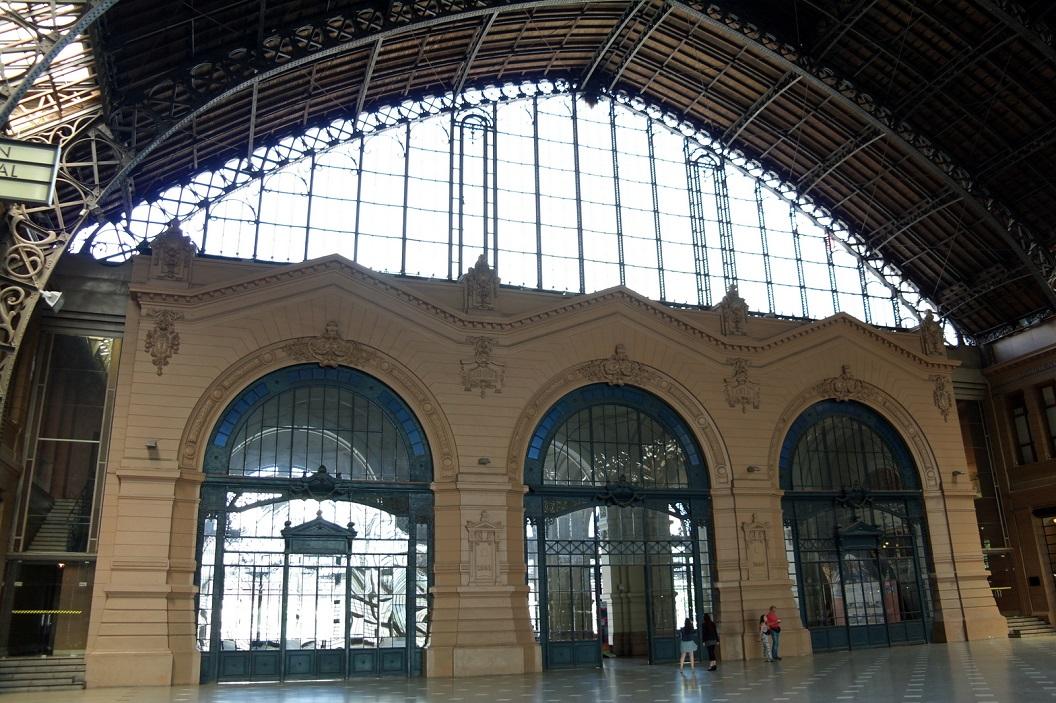 13 Estacion Mapocho (1912) de hal van het voormalige station is een prachtig voorbeeld van ijzer - en glasarchitectuur