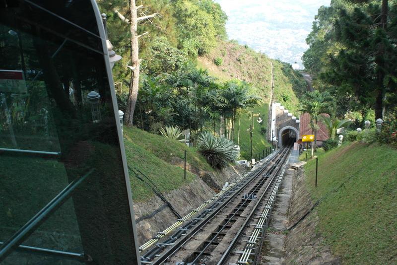 q17-in-bukit-bendera-met-treintje-naar-boven-sinds-1923