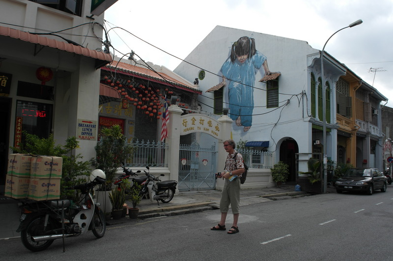 w09-little-girl-in-blue-wall-painting-muntri-street-georgetown