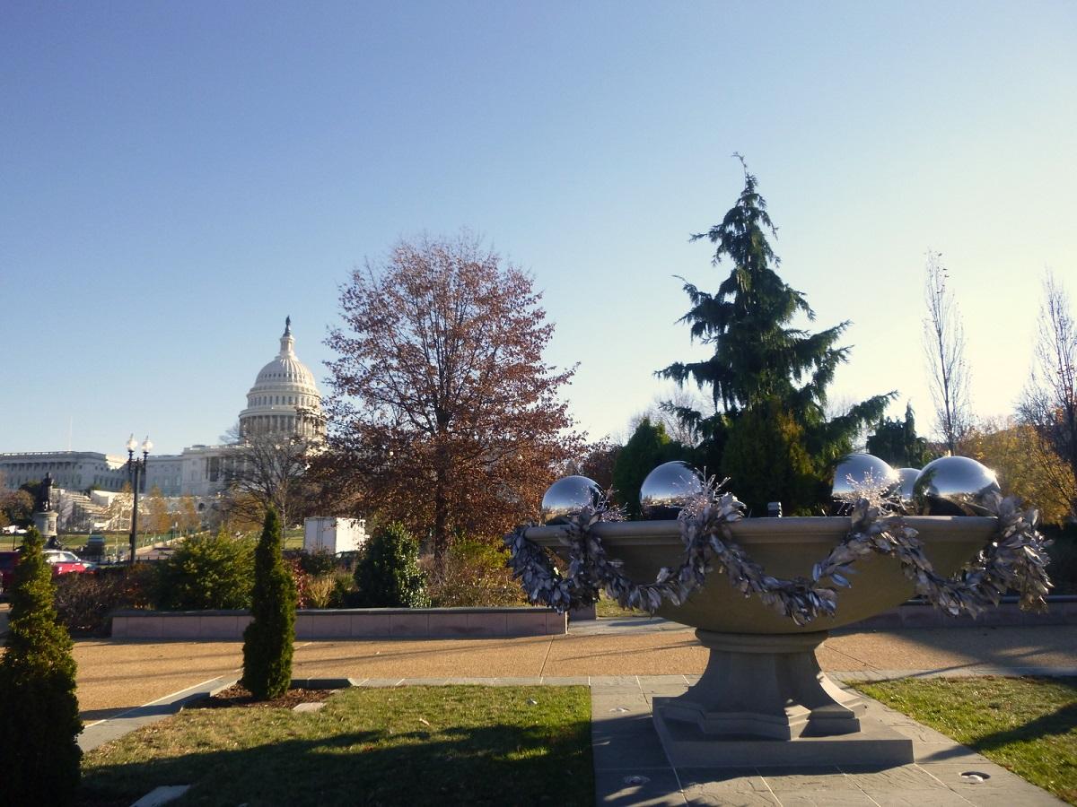 21 kerstsfeer vanuit de National Garden met zicht op US Capitol