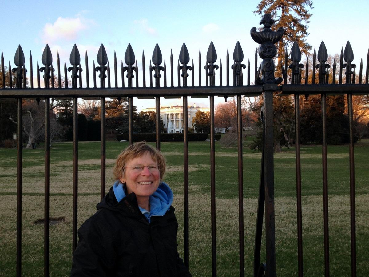 27 even poseren voor de hekken van het White House
