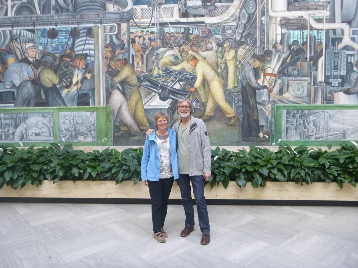 21 samen in Rivera Court, prachtige historische en indrukwekkende muurschilderingen The Detroit Industry Murals van Diego Rivera (1886-1957) in het Detroit Instituut of Arts