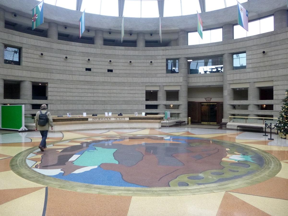 7 entree van het museum Fort Freedom Rotunda - Ring of Genialogy