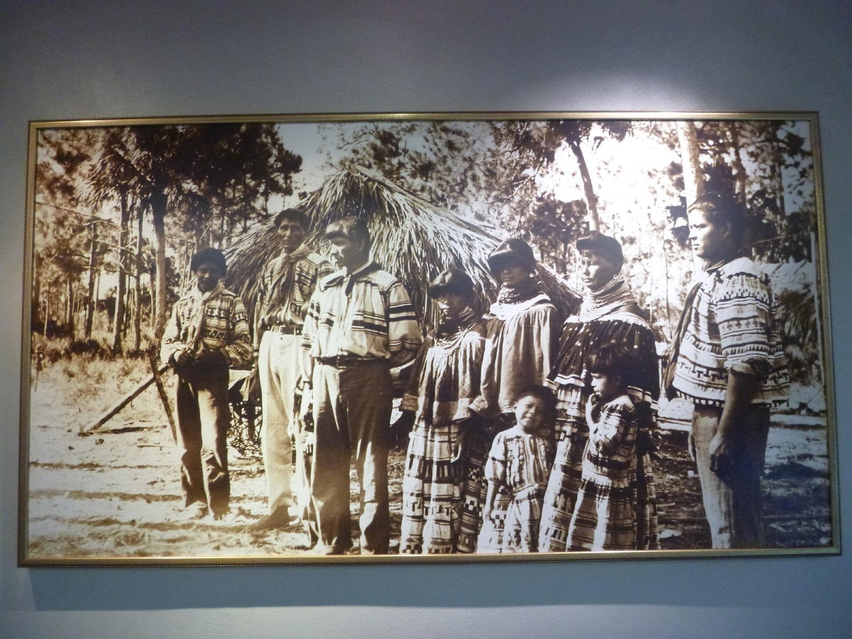 30 Seminole Indian family – historische foto in het museum