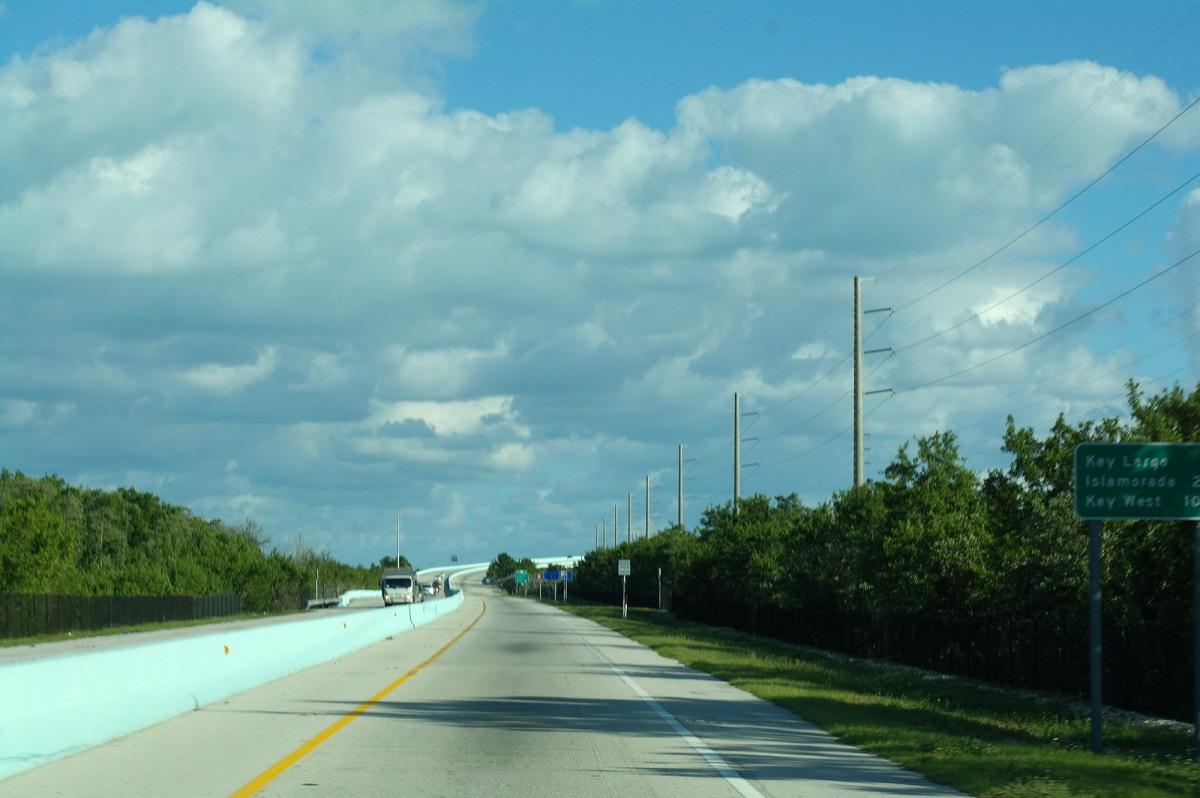 1 The Overseas Highway in The Florida Keys over de Atlantische Oceaan en de Golf van Mexico - op weg naar Key Largo