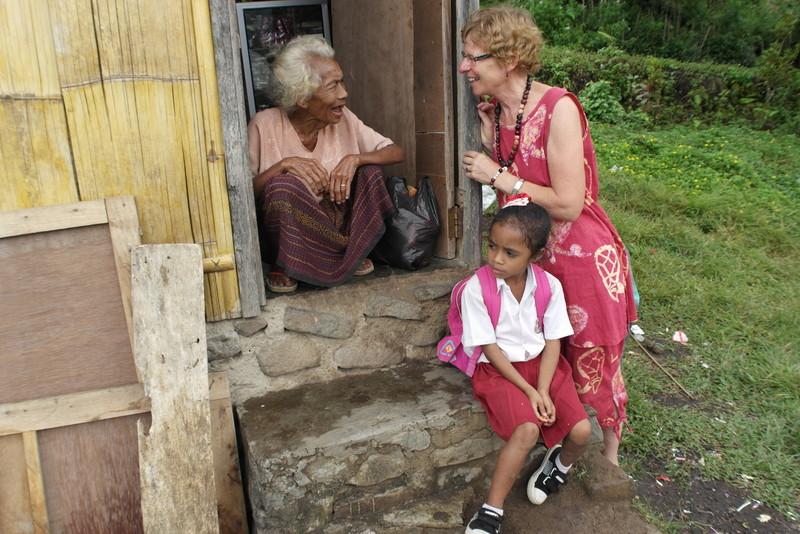 09-de-moeder-van-robert-beheert-het-kleine-winkeltje