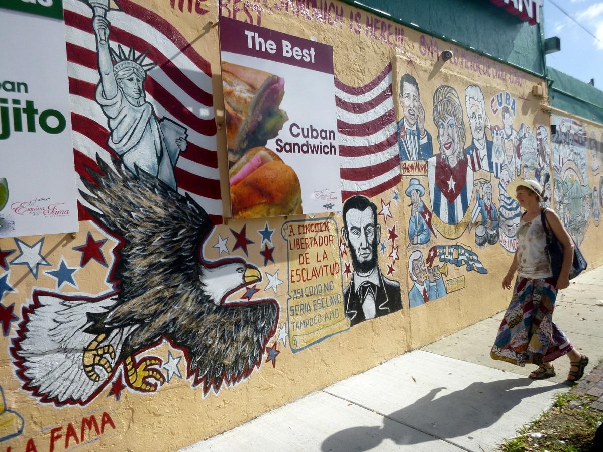 14 A Lincoln Libertador de la esclavitud,...en The Best Cuban Sandwich – Little Havannah – Miami