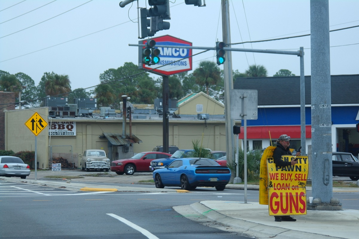 2 in Jacksonville – We Buy, Sell & Loan on Guns. Zo open op straat hebben we dit nog niet gezien
