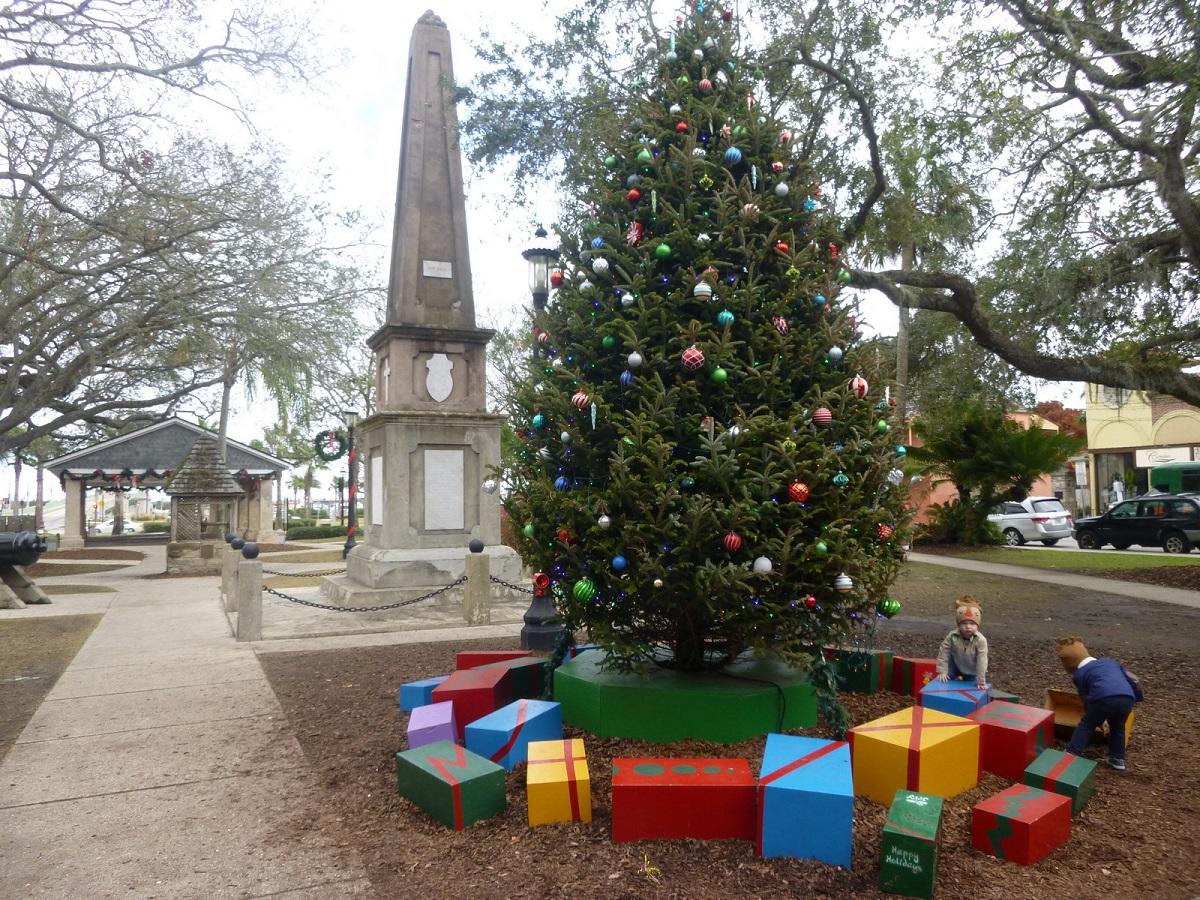 10 spelen bij de Kerstboom